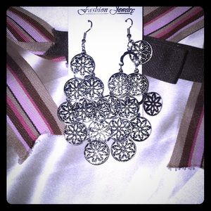 🎁 NWT Fashion Earrings 🎁